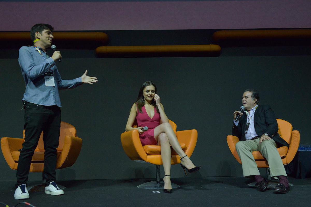 São Paulo, 02 de dezembro de 2016. Cobertura do evento CCXP 2016 no São Paulo EXPO. Marcelo Adnet comanda a apresentação das princiáis séries da Globo.   FOTOS: Andre Conti